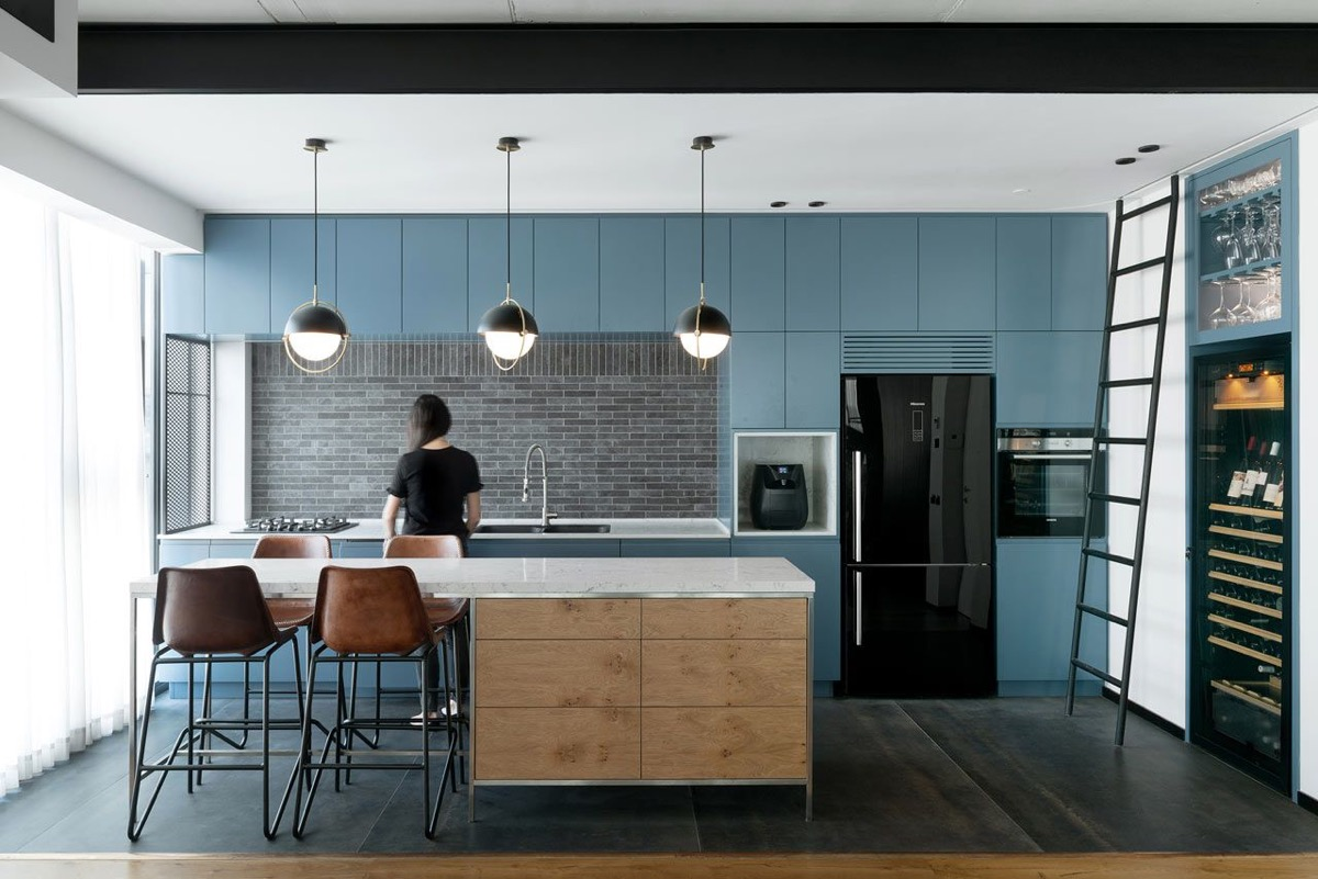 Blue-kitchen-cabinets