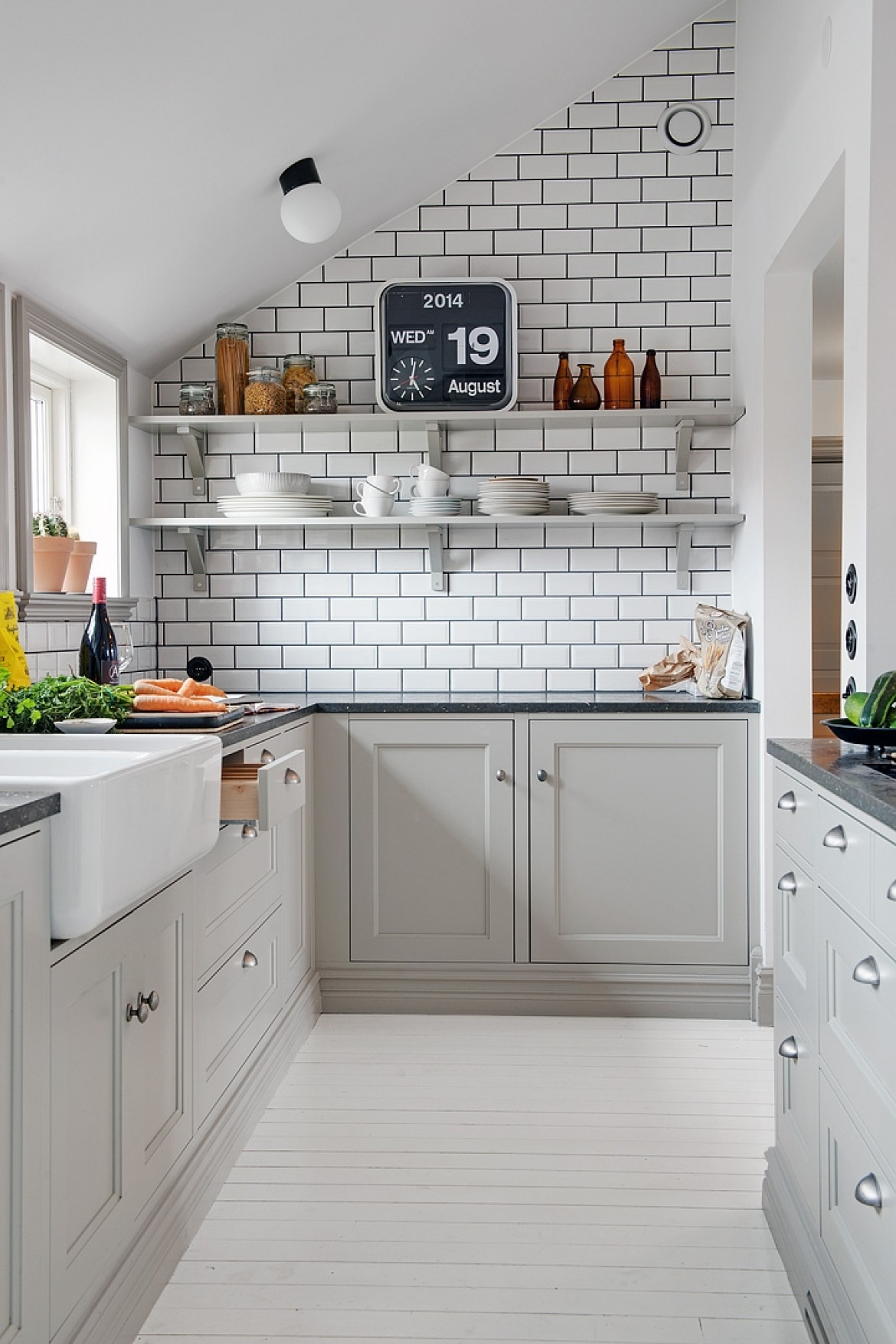 Grey-horseshoe-small-kitchen