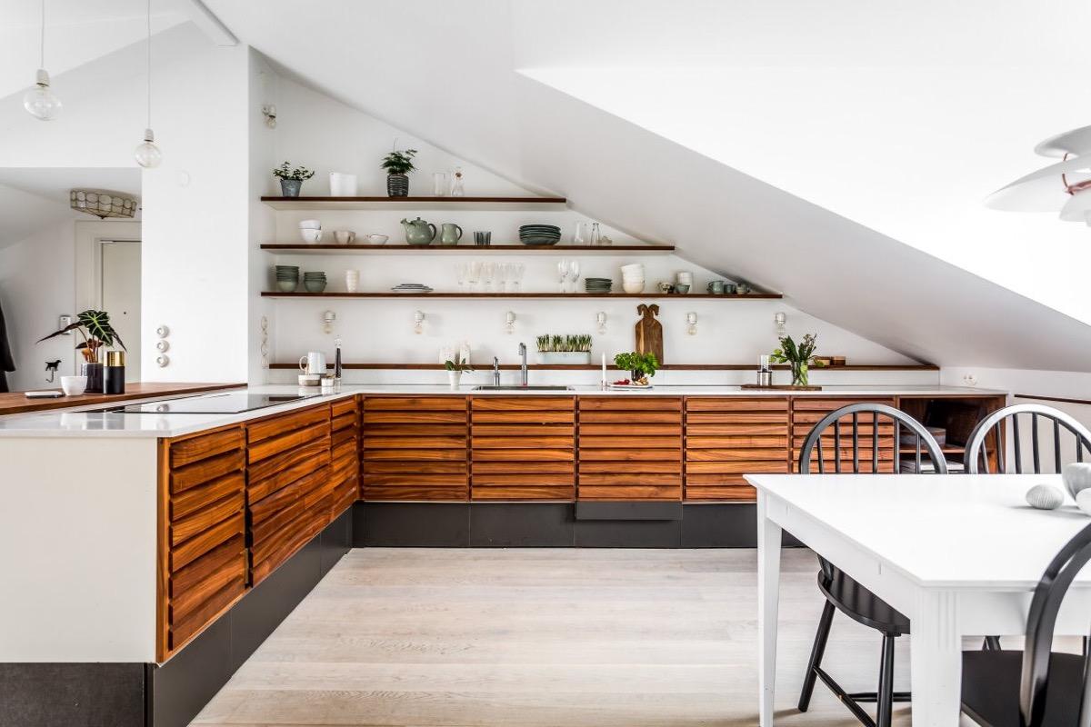 L-shaped-kitchen-under-eaves