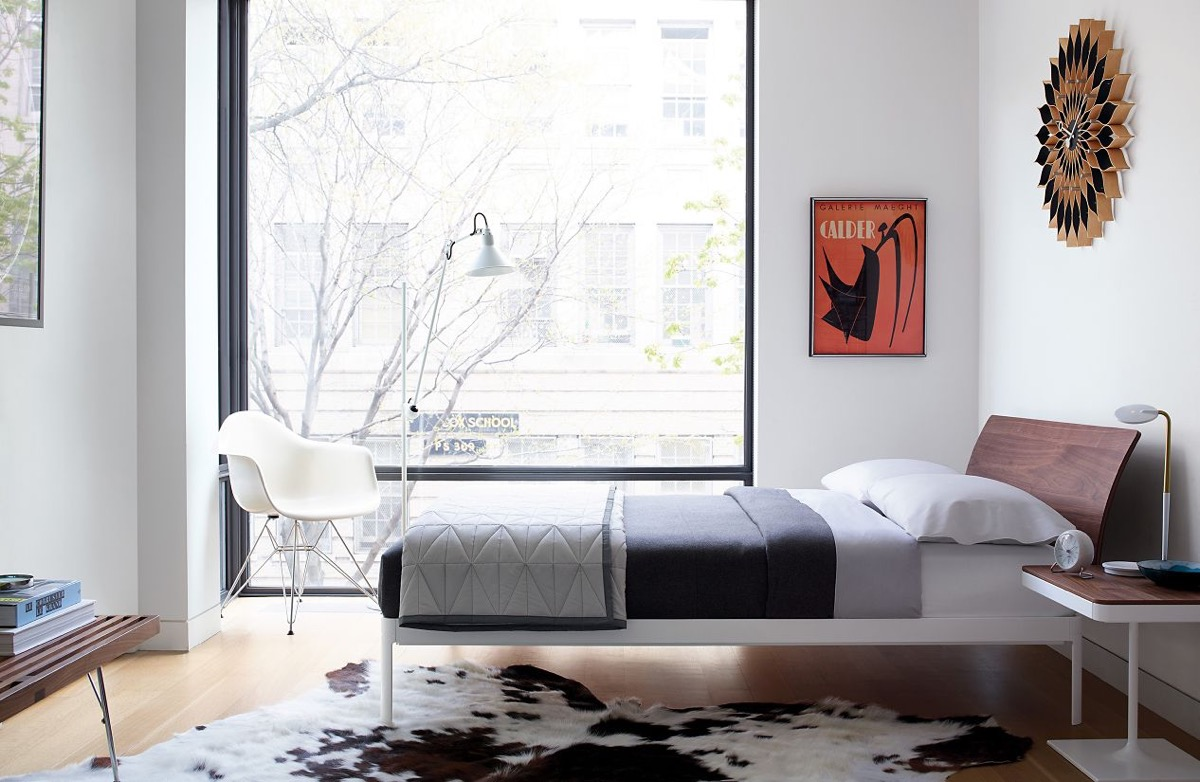 Modern-Minimalist-White-Bed-With-Dark-Wood-Headboard-And-White-Legs