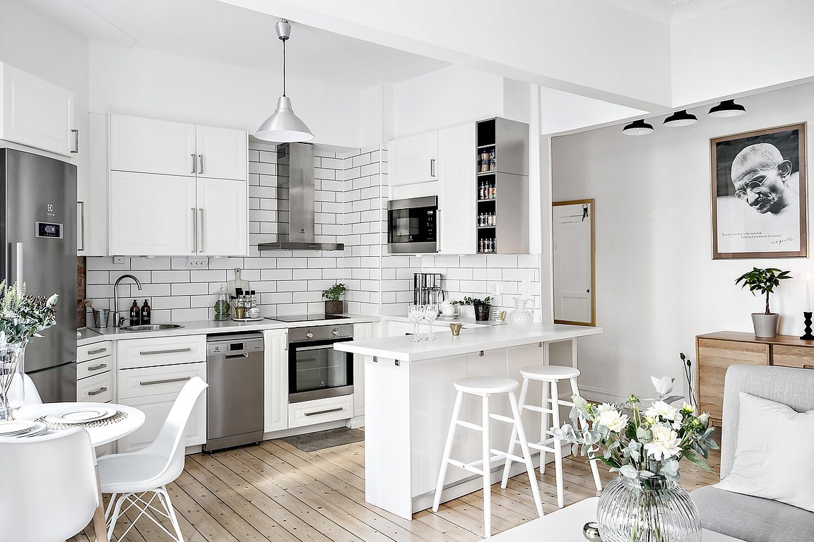 White-small-kitchen-decorating-ideas