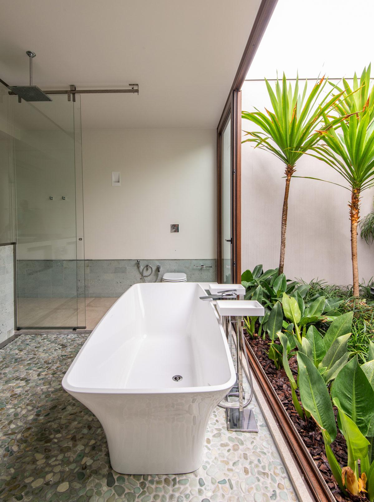 bathroom-side-tables