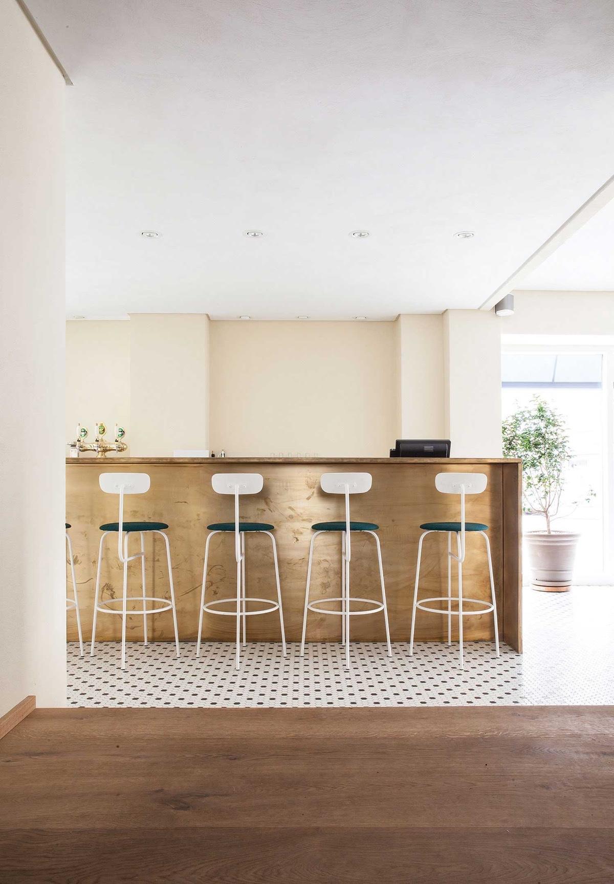 bauhaus-bar-stools