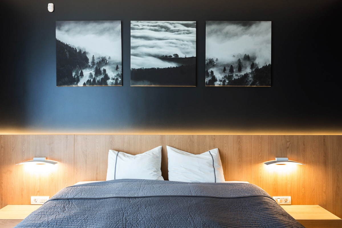 black-and-white-pictures-for-bedroom-1