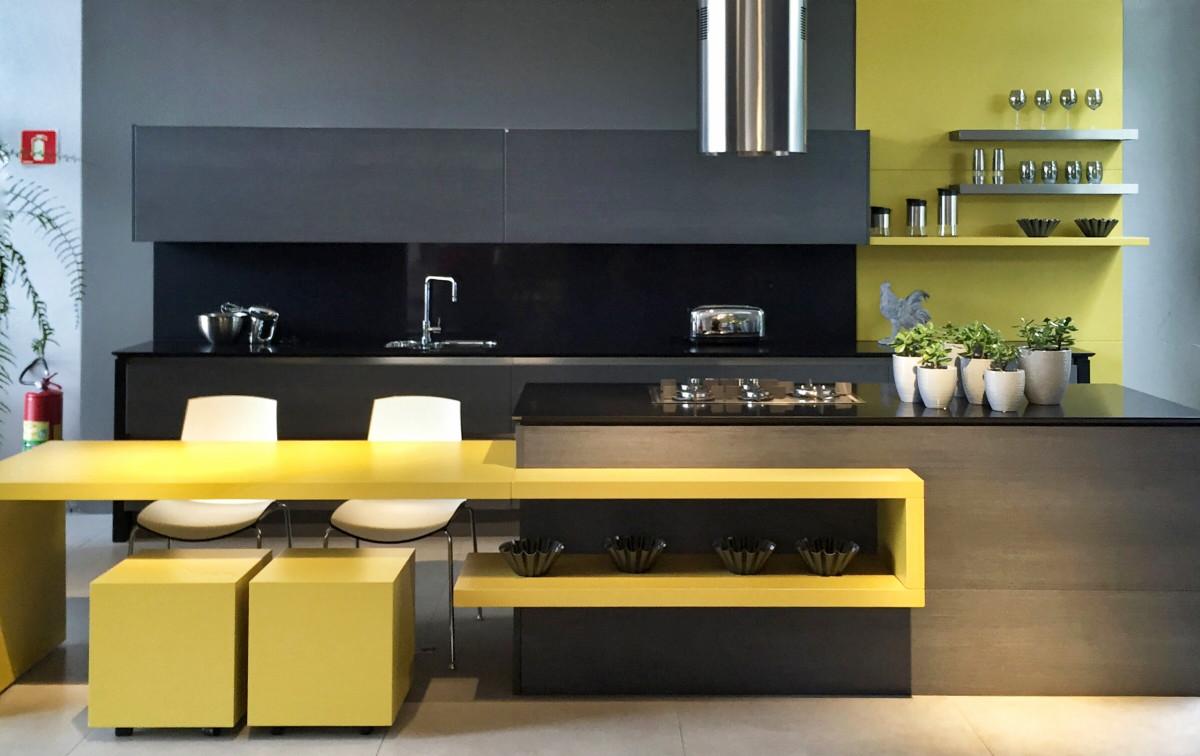 black-and-yellow-kitchen-theme