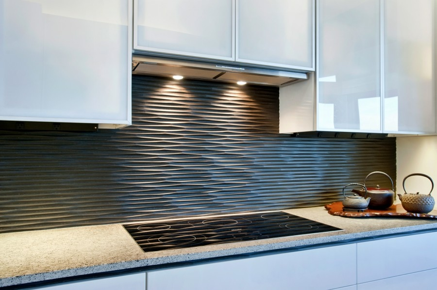 black-graphic-wavy-backsplash