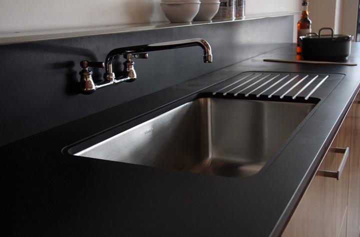 black-kitchen-counters-and-backsplash