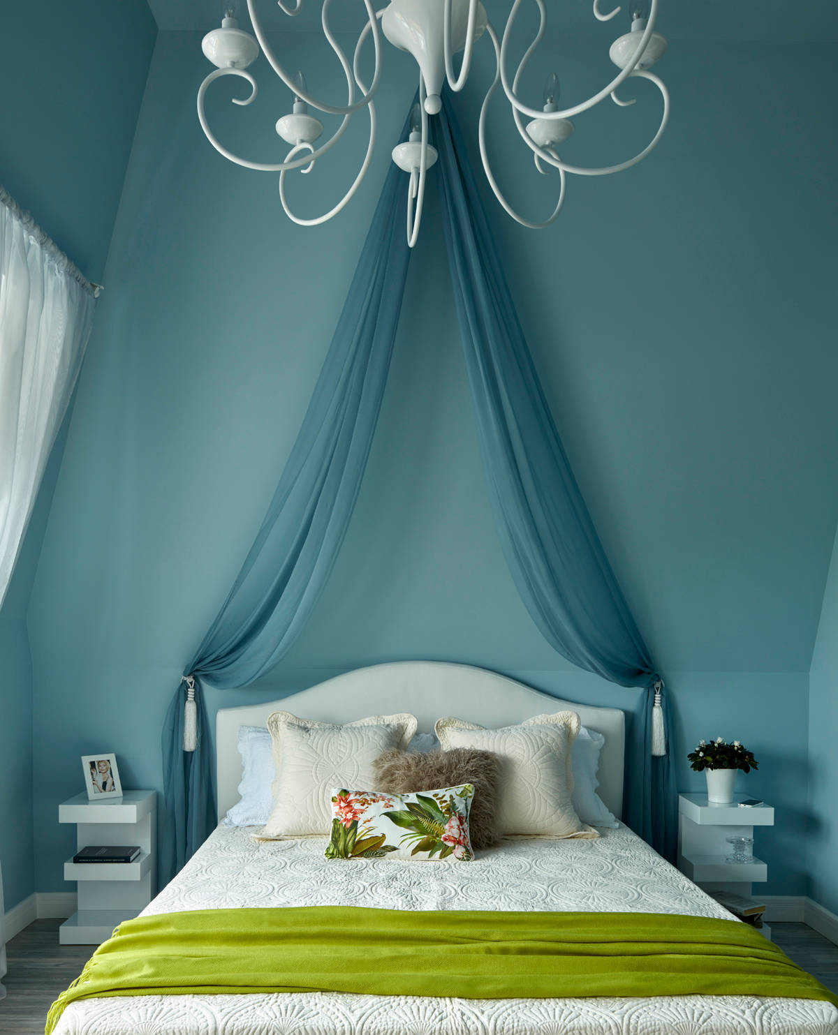 blue-and-green-bedroom