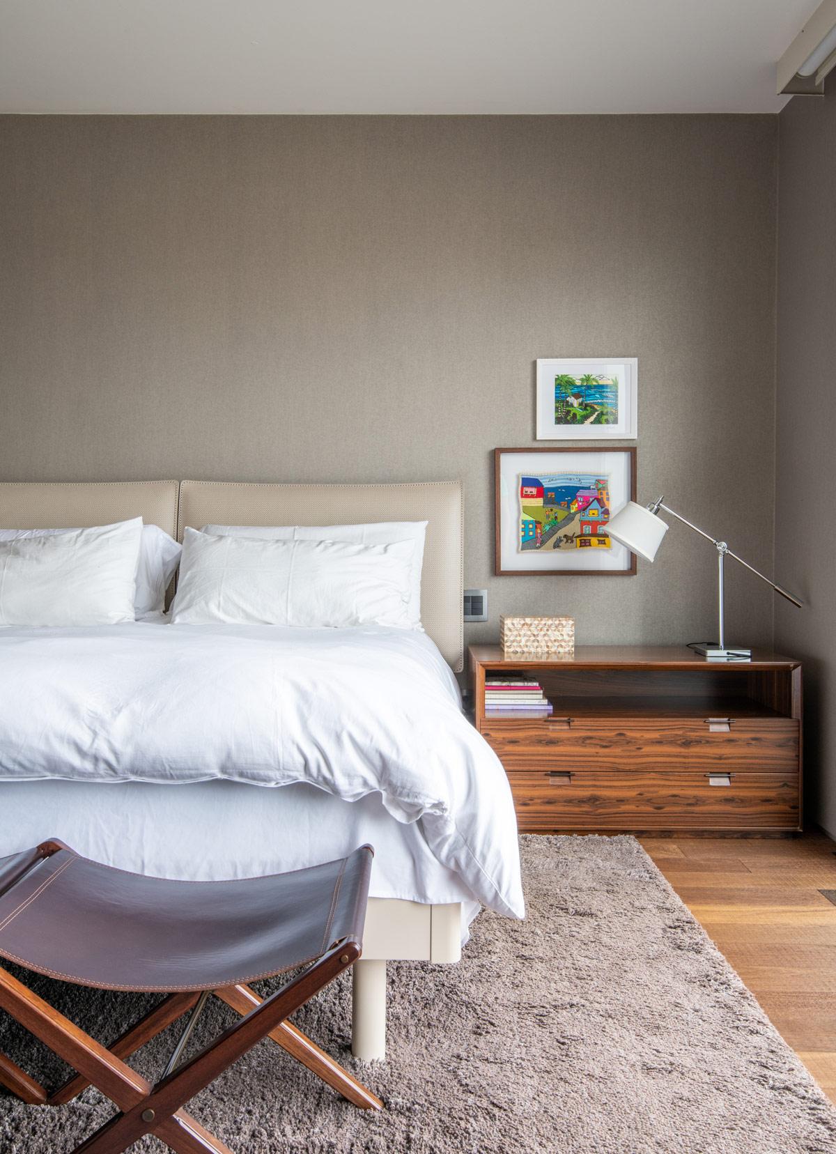 cream-platform-bed