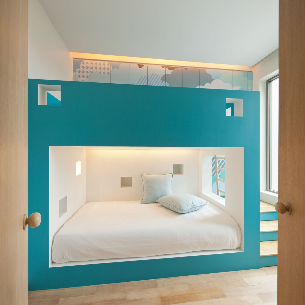 cubby-bed-girls-blue-bedroom
