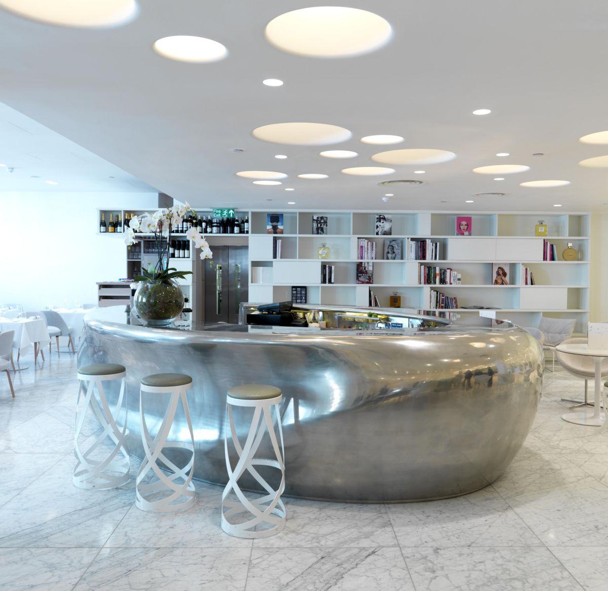 futurist-modern-bar-stools