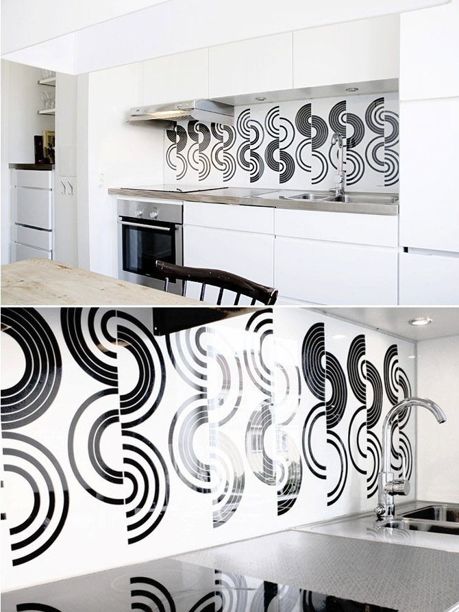 graphic-white-and-black-backsplash