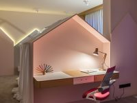 kids-study-space-behind-4-poster-bed