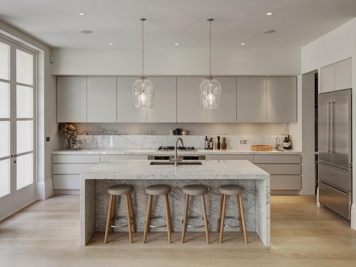 light-grey-and-white-kitchen-wine-glass-lighting