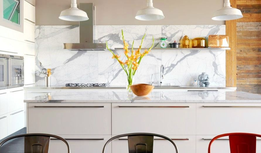 marble-white-and-grey-backsplash