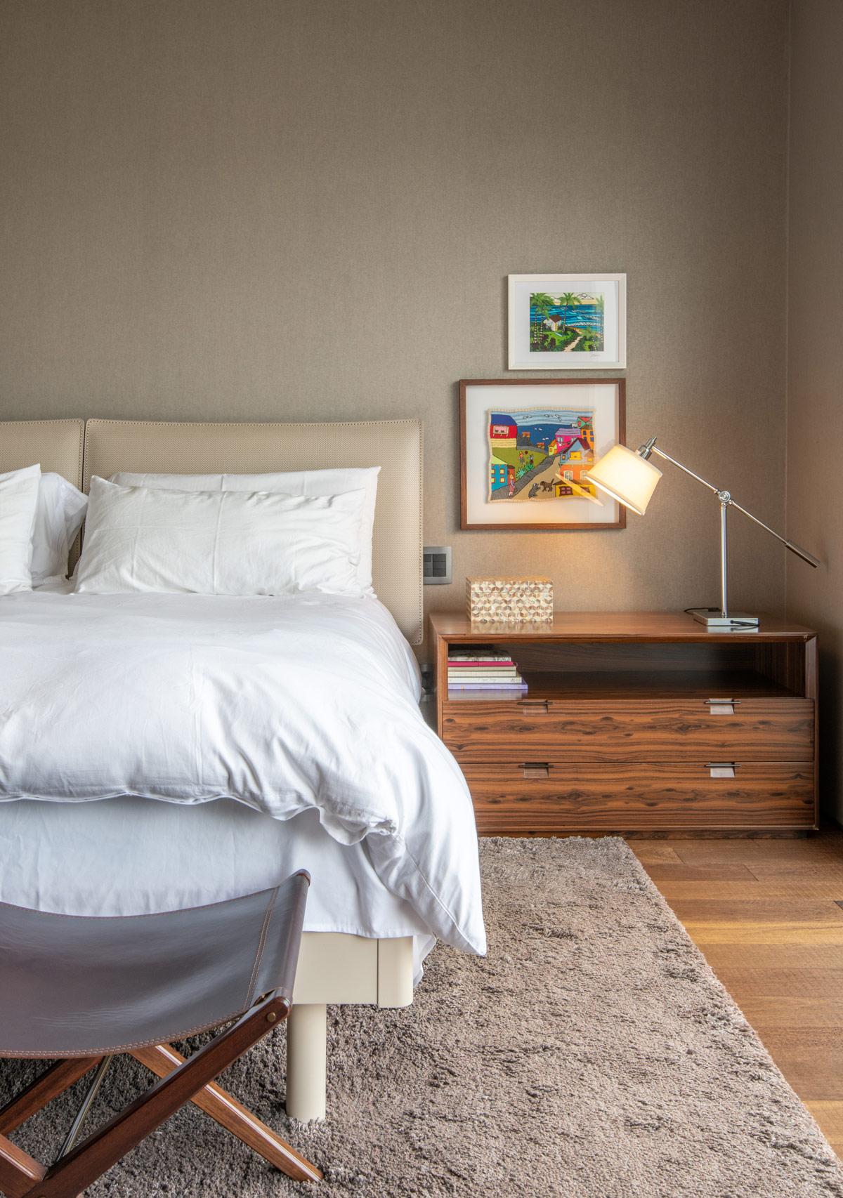 modern-bedside-lamp