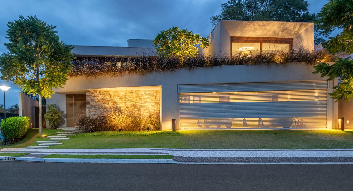 modern-home-with-garage