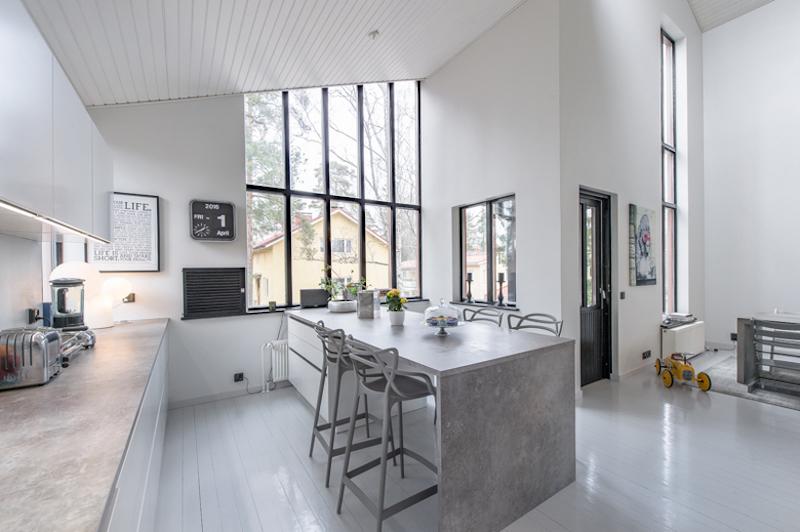 sleek-modern-kitchen-counter-height-stools