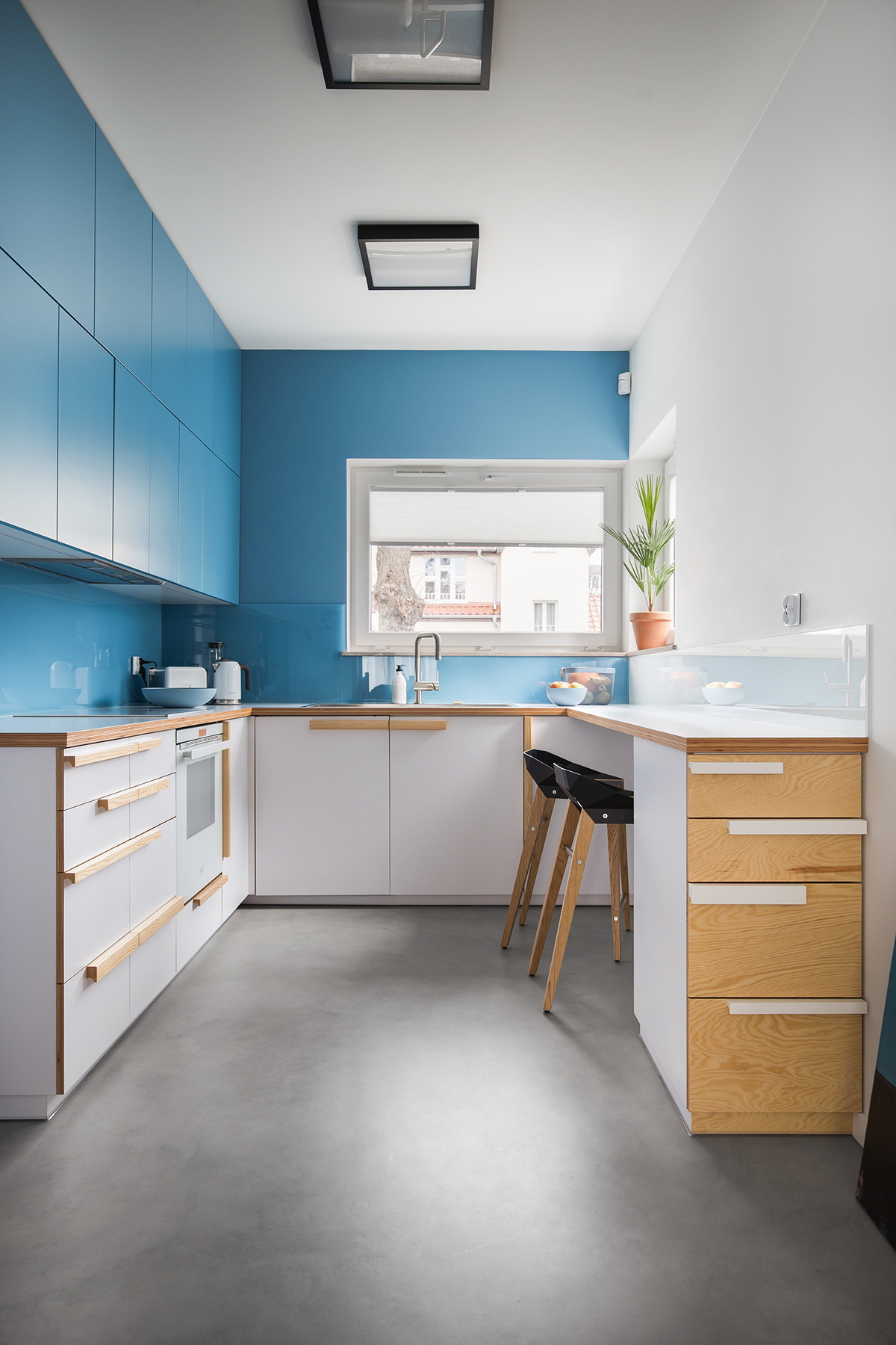 u-shaped-blue-kitchen