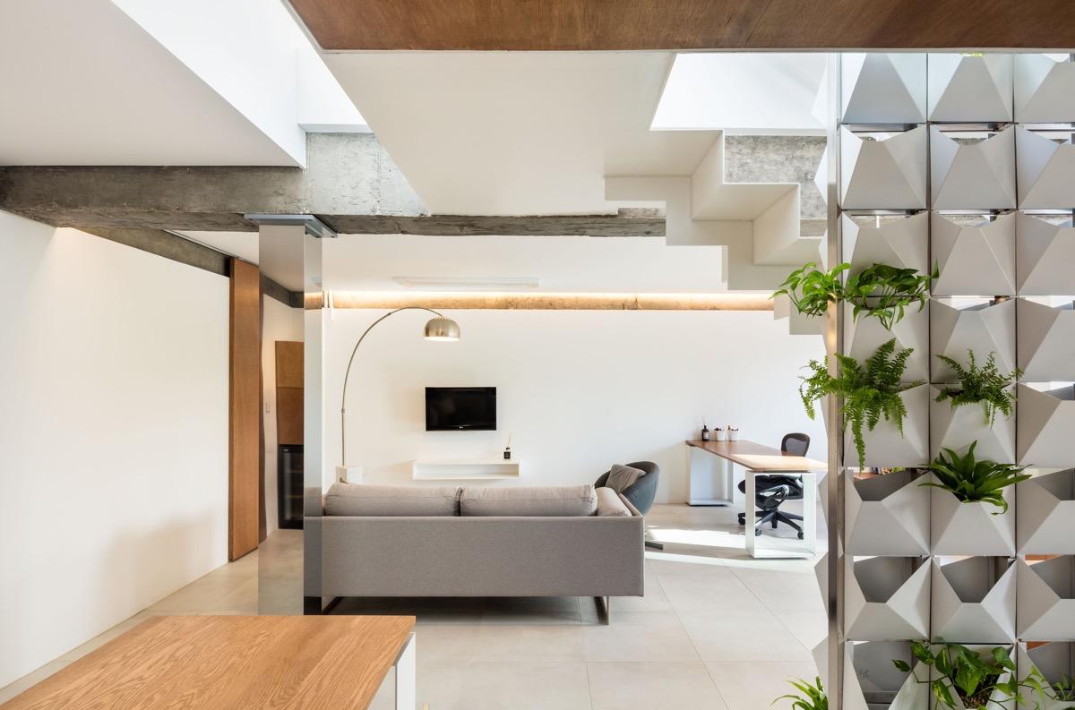 Silver-floor-lamp-1