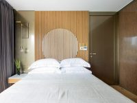 bedroom-wood-slat-accent-wall