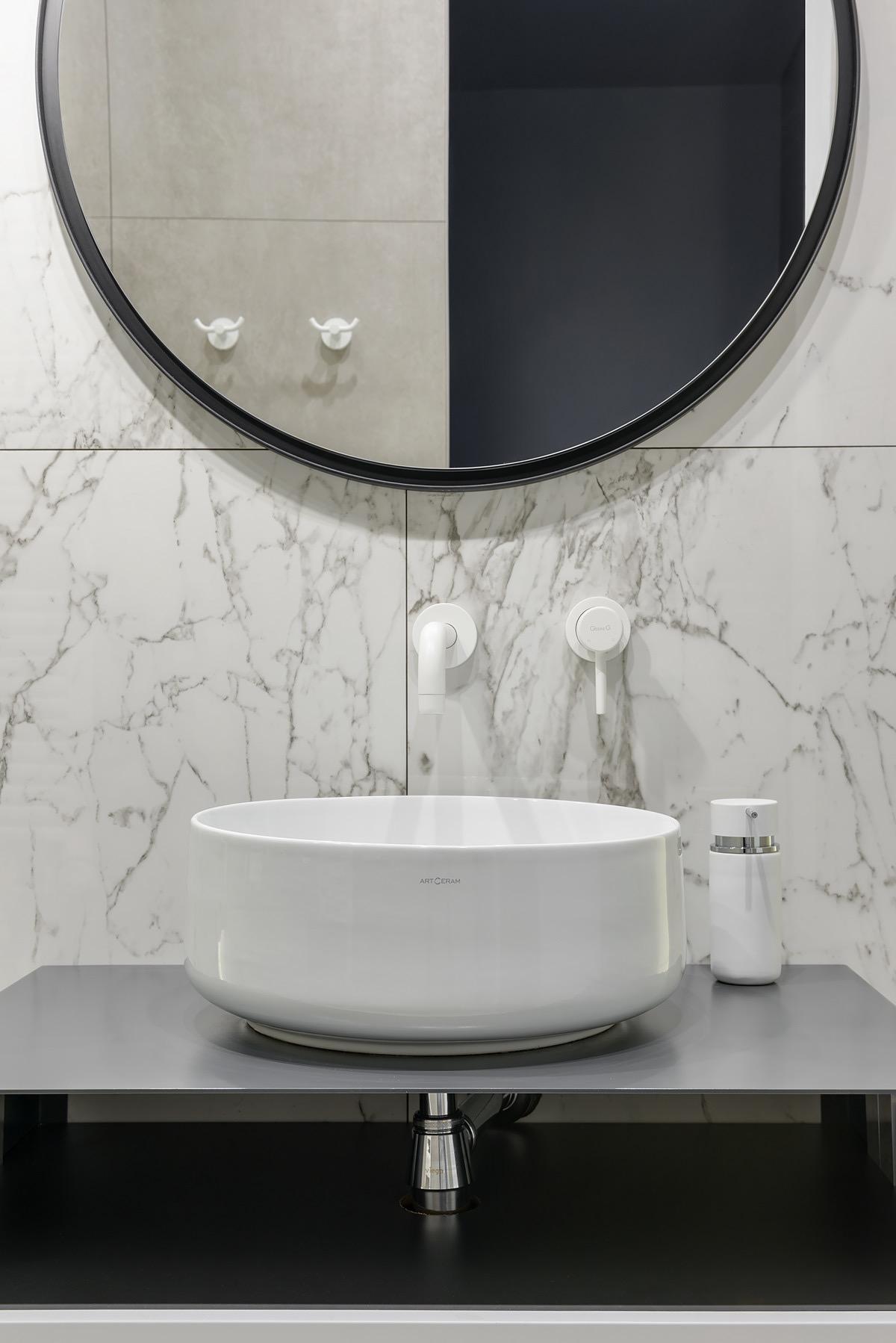 white-bathroom-faucet