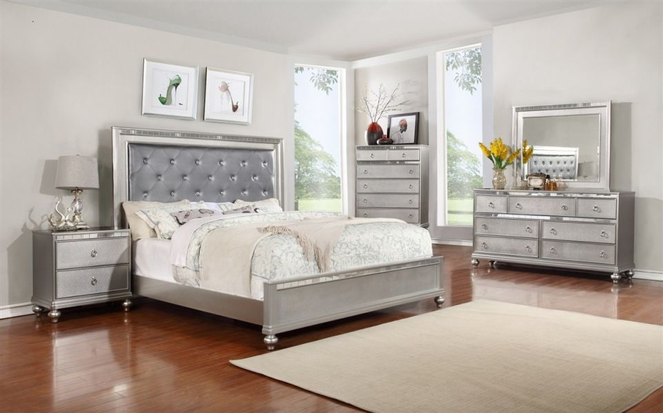 B4183 Contemporary Bedroom Set In Silver Finish in Contemporary Bedroom Sets