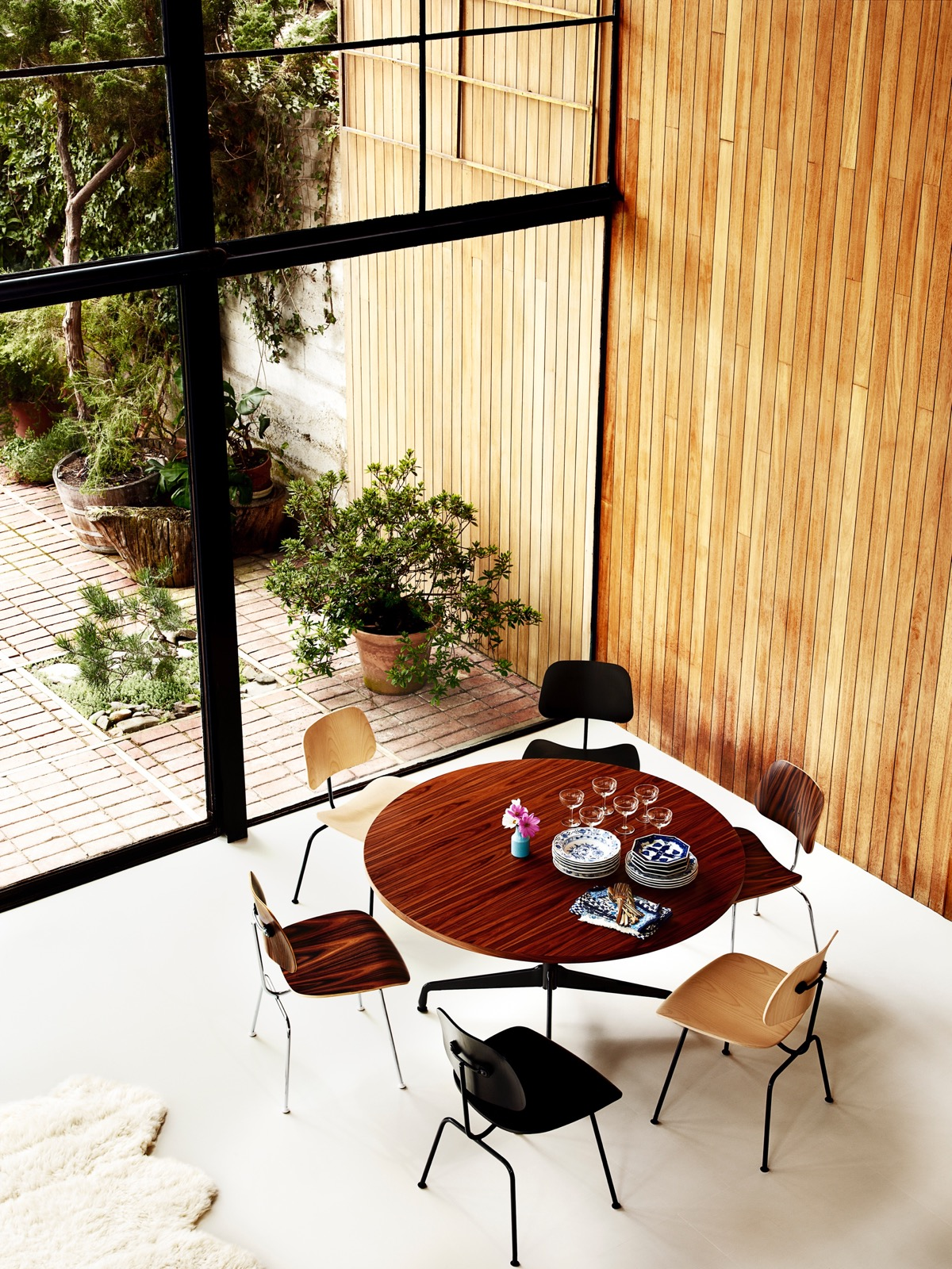 Eames-Round-Segmented-Table-Large-Wooden-Top-Classic-Luxury