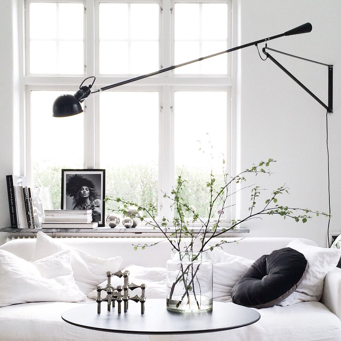 Flos-Mod-265-Style-Long-Swing-Arm-Wall-Light-Black-Long-Arm-Mountable-1