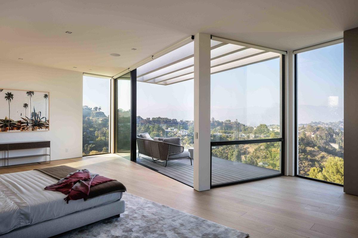 bedroom-balcony