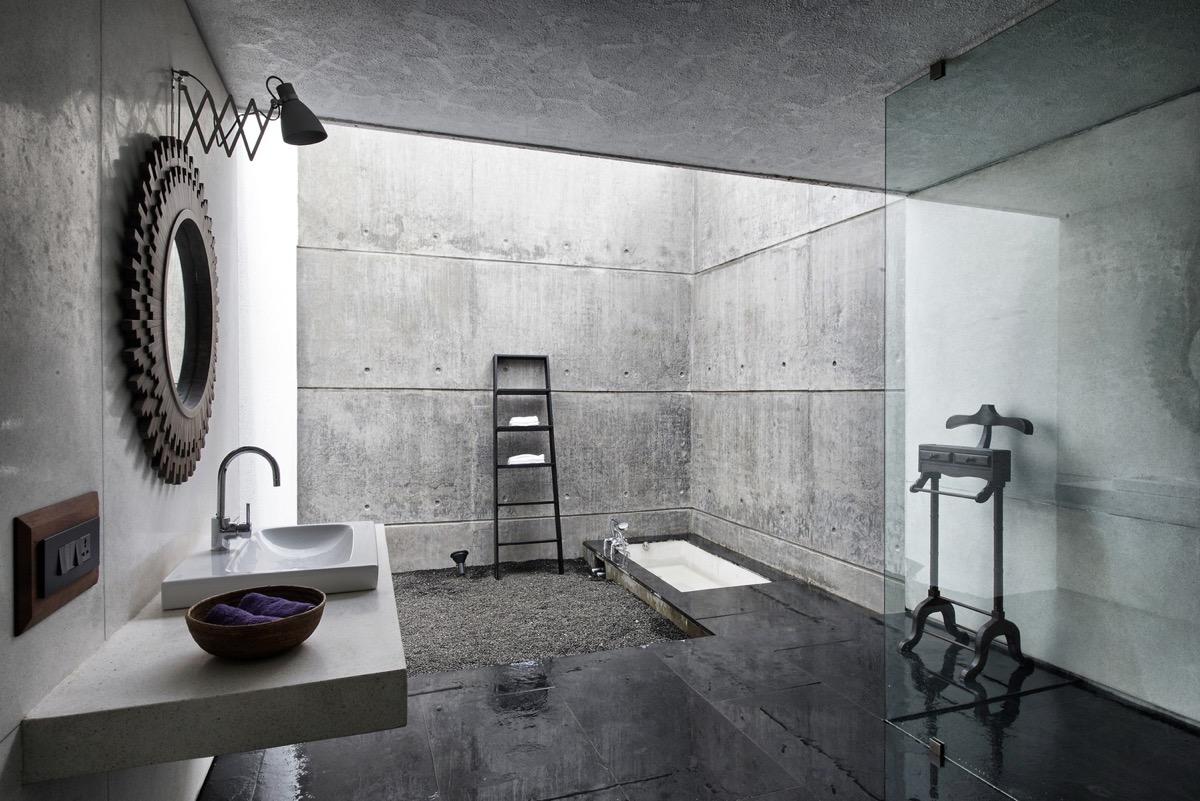 size-of-master-bathroom-1