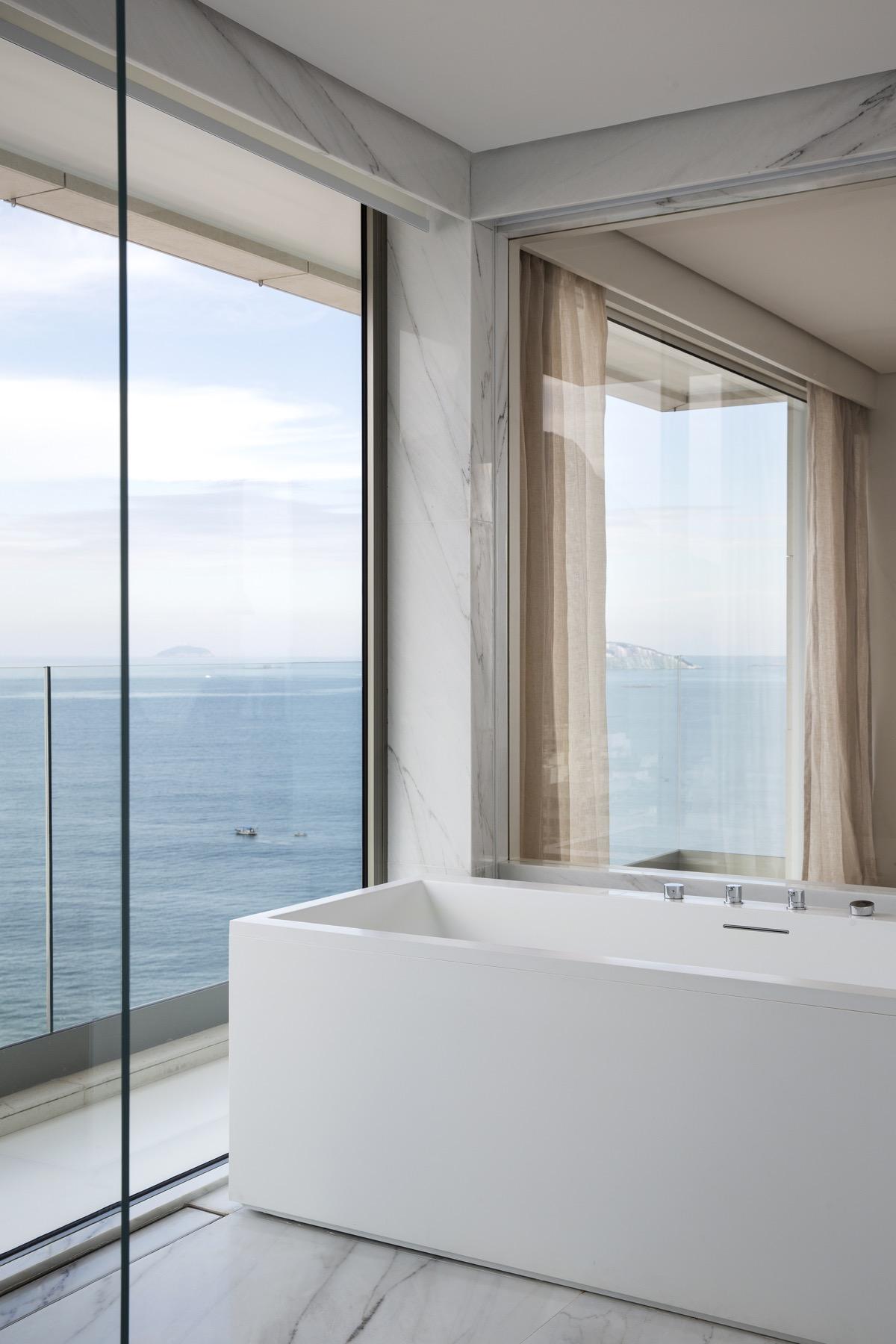 bathroom-with-beach-view
