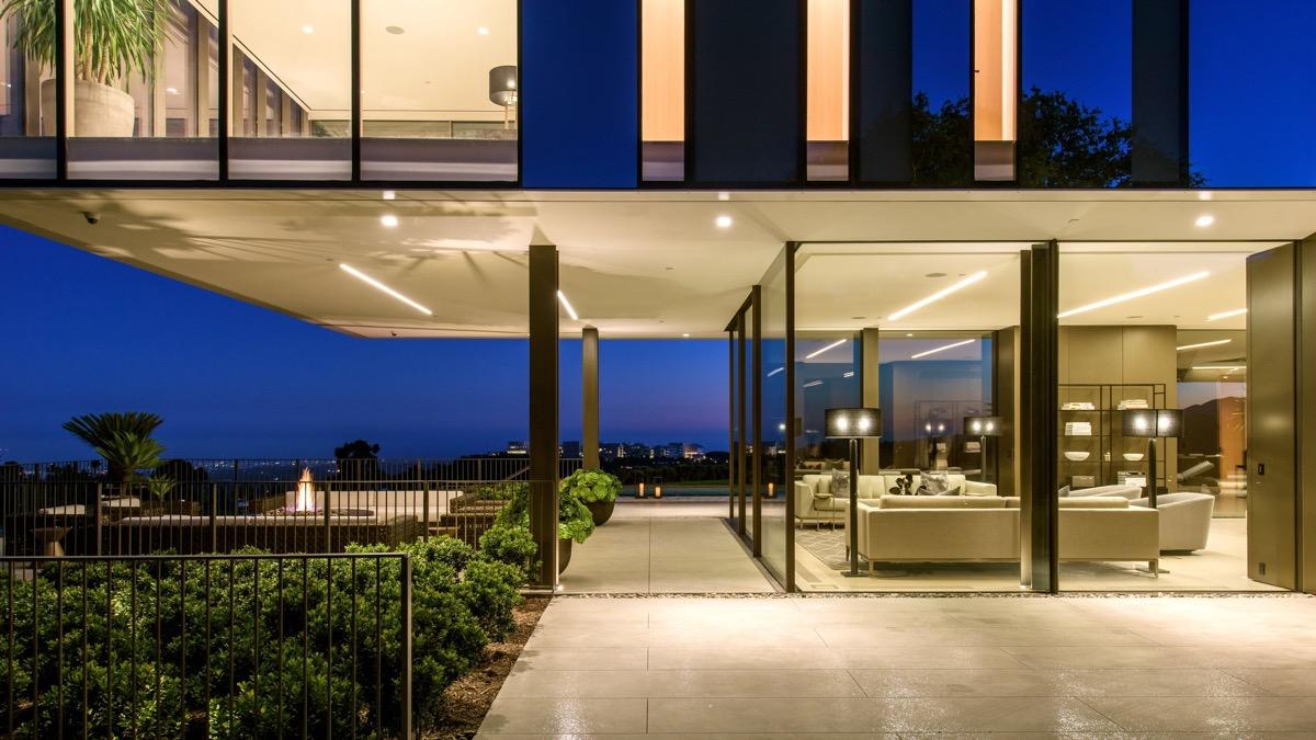 glass-home-exterior-design