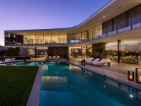 luxury-home-with-pool