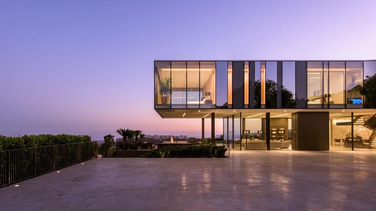 luxury-modern-mansion