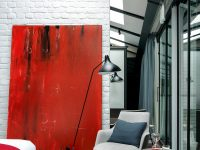 red-accent-decor