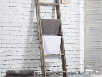 rustic-distressed-wood-ladder-towel-rack-for-bathroom