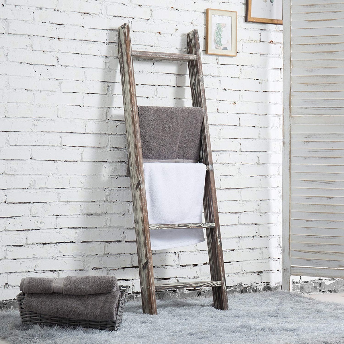 rustic-distressed-wood-ladder-towel-rack-for-bathroom