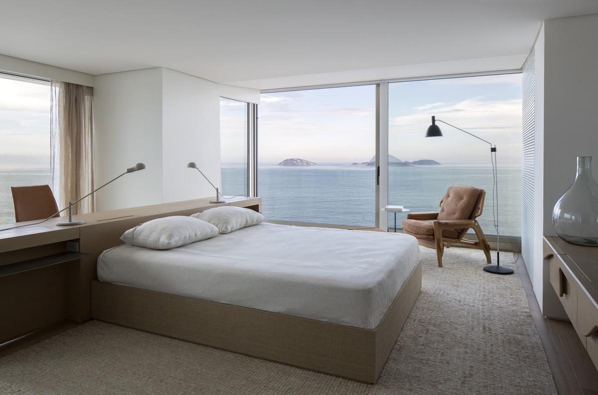 white-minimalist-bedroom