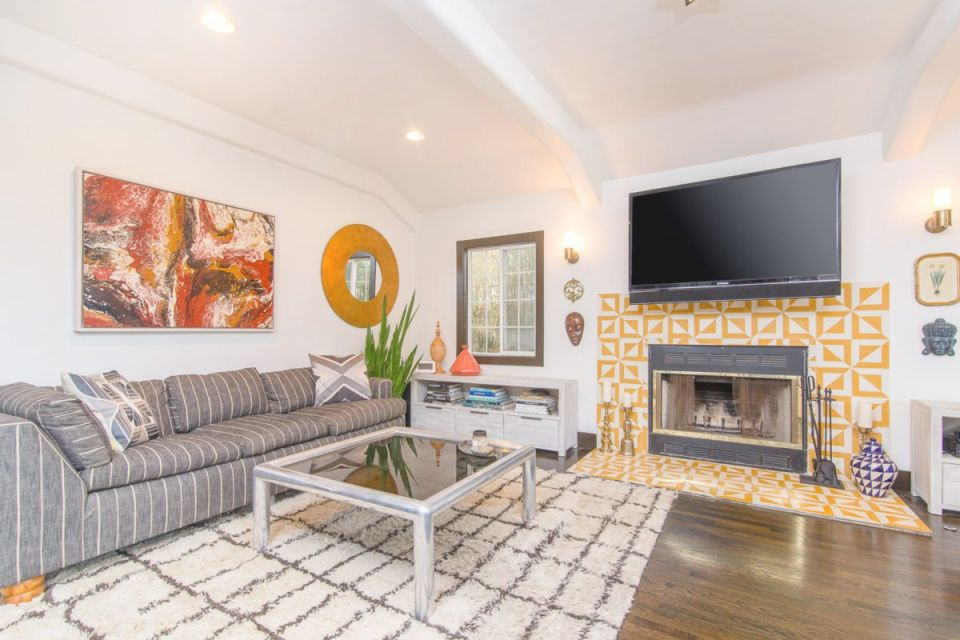 African Living Room Decor – Los Angeles Homes – Finally Real in African Decor Living Room