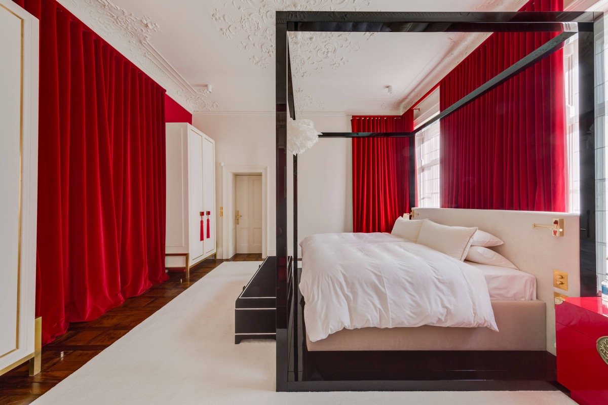 red-curtains-for-bedroom