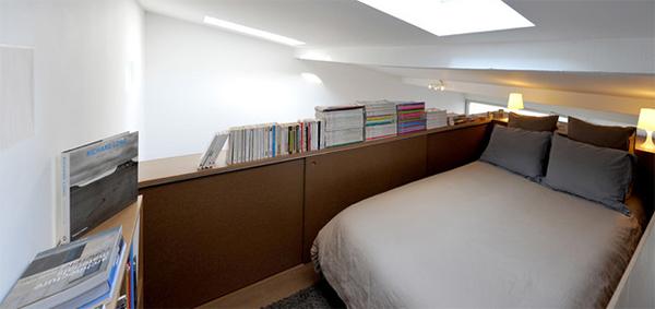 Small Garade-like bedroom