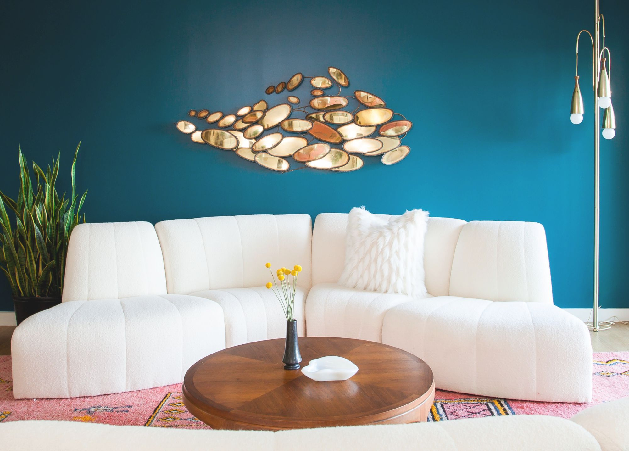 Make Your Small Living Room Chic With These Decorating Ideas in Ideas Of Decorating Small Living Room