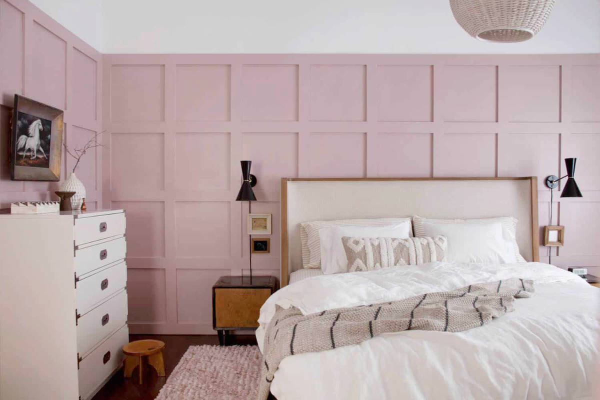 pink-and-black-bedroom-decor