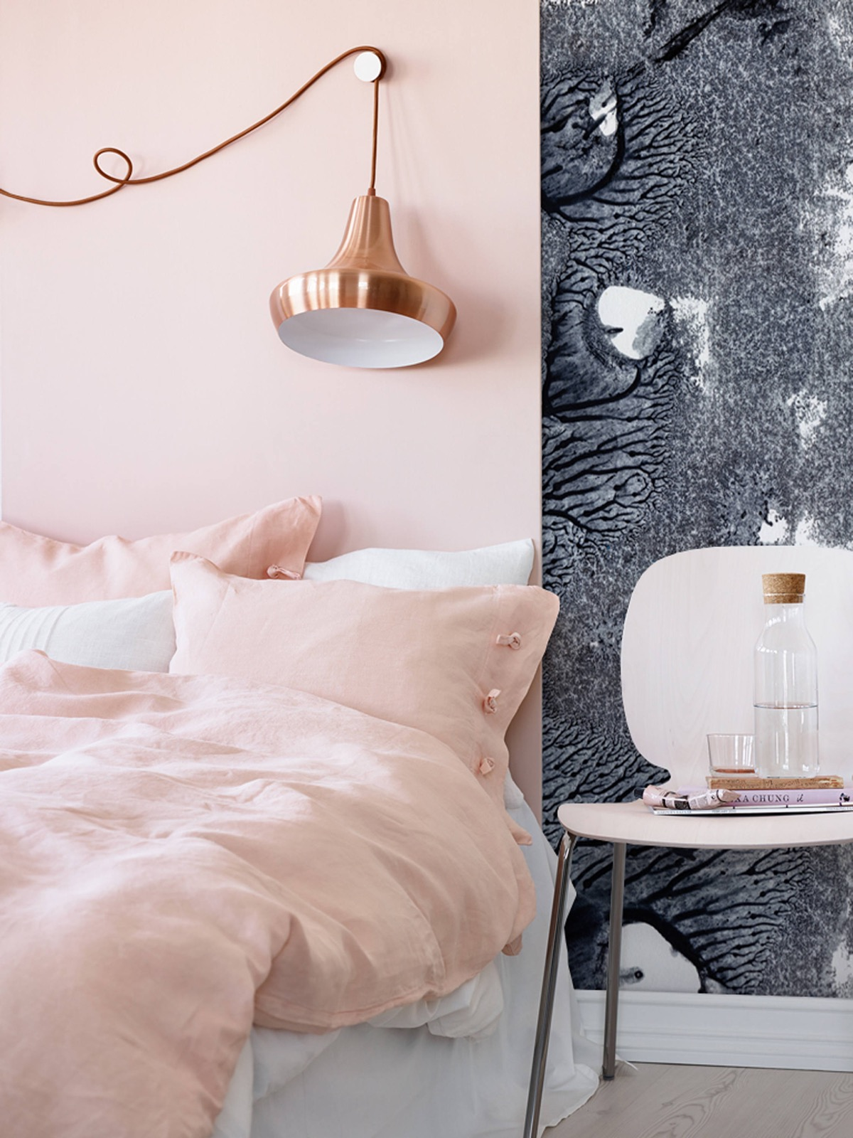 pink-white-and-gold-bedroom