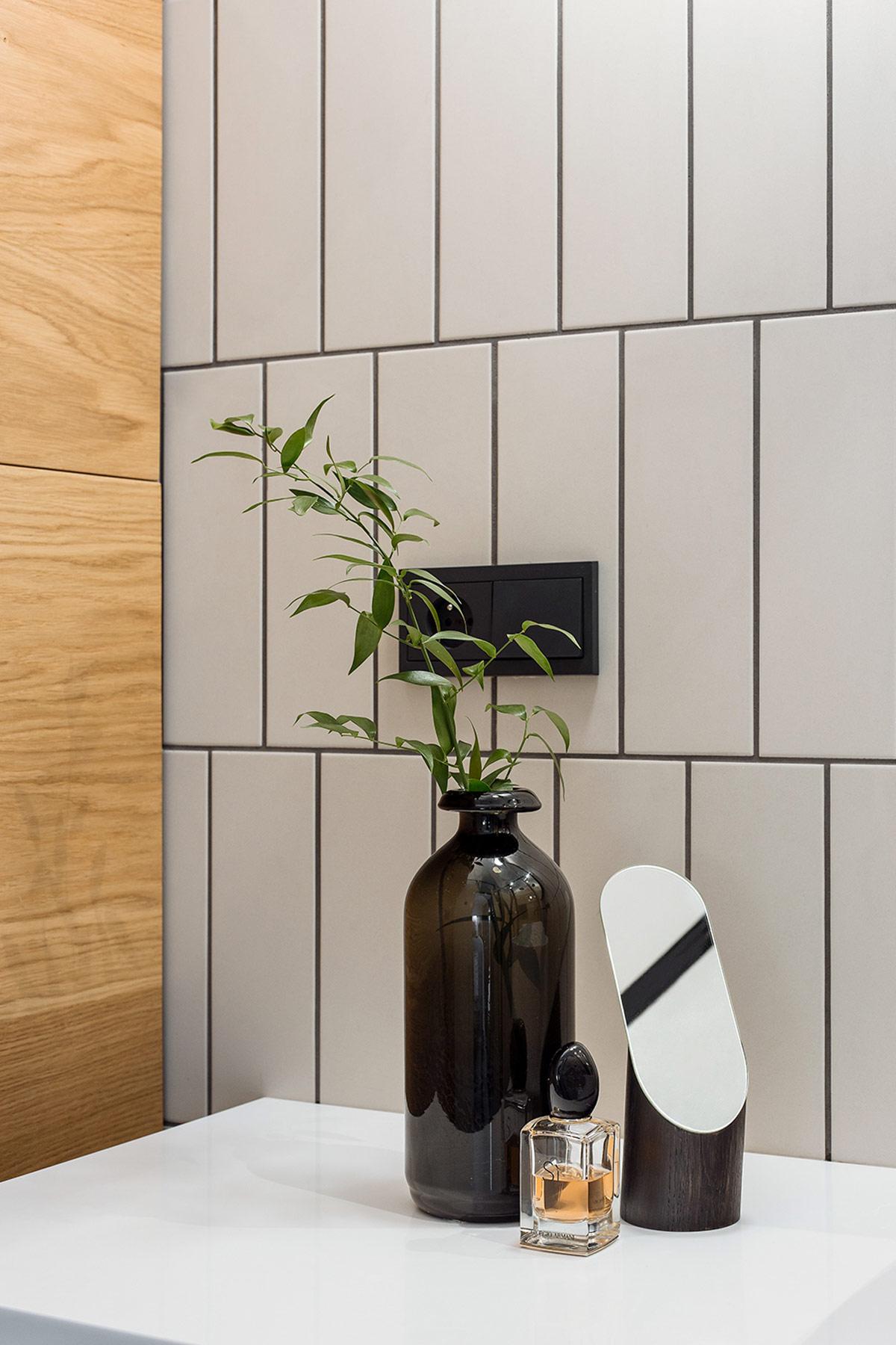 black-vase