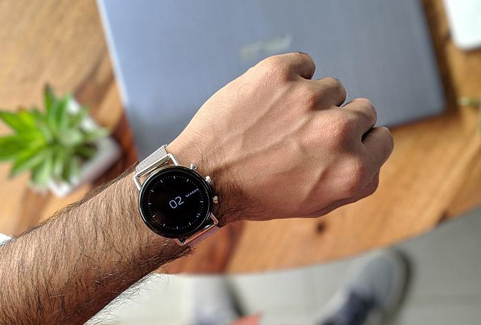 thoughtful-tech-gifts-for-architect-graduation-stylish-smart-watch-design