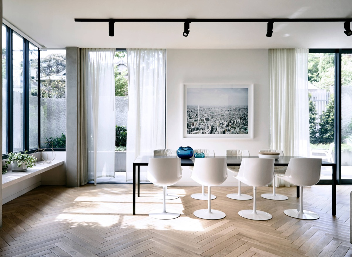 white-pod-chairs-framed-seascape-dining-room