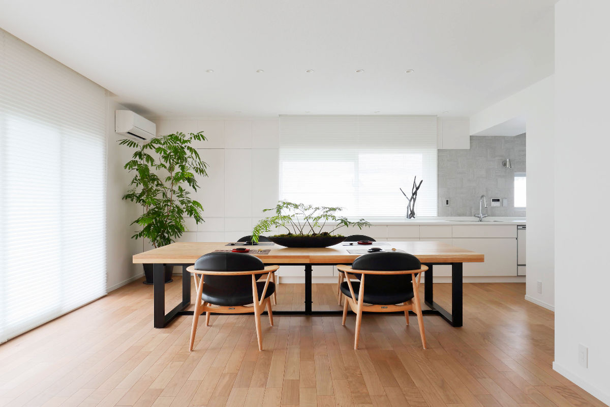 wood-and-black-low-seated-dining-room