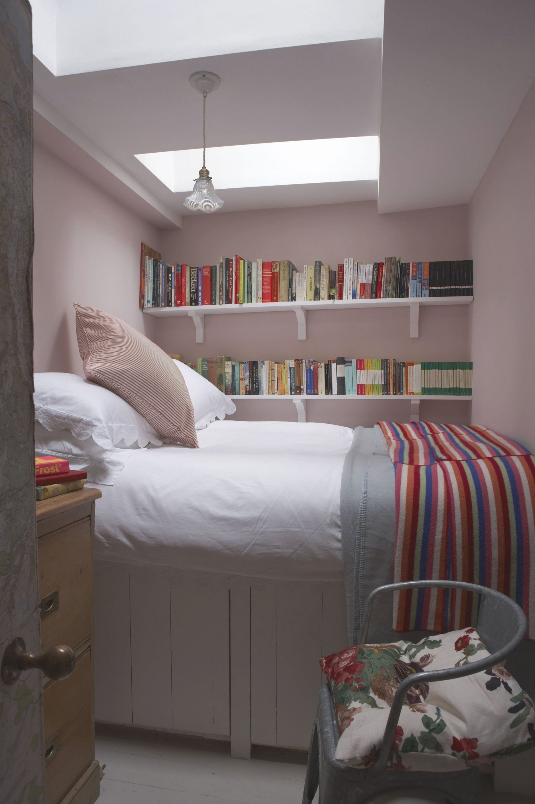 18 Small Bedroom Ideas To Fall In Love With – Small Bedroom with regard to Best of Decorating Ideas For Small Bedroom